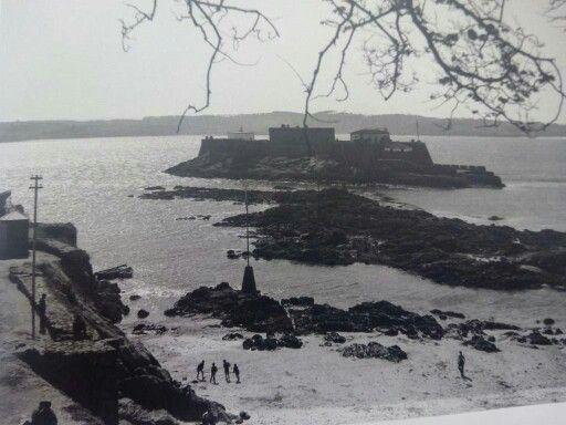 Playa del Parrote y Castillo San Antón