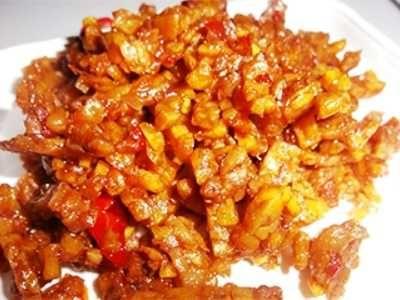 Tempe Orek Kering - Ungkap panduan cara membuat atau masak resep tempe orek kering atau basah kacang tanah bumbu pedas manis yang paling pedas, gurih dan sederhana ada disini.