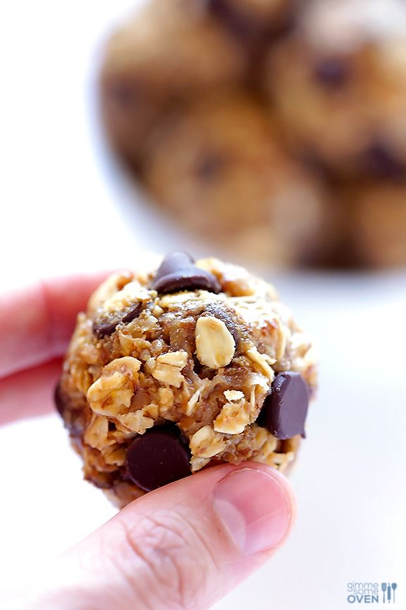 No-Bake Energy Bites -- quick and easy to make, naturally sweetened with honey, and SO delicious! Perfect for a quick breakfast, snack, or even a healthy dessert. Gluten-free / Vegan. | gimmesomeoven.com