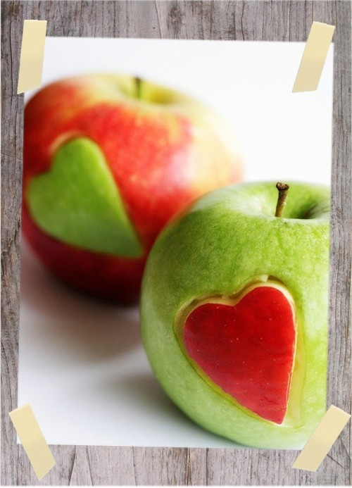#Apples hearts green and red ... Crunch #socialmedia #marketing www.mobloggy.com Love this so amazing cutest thing to do with apples ever!!!
