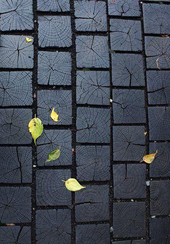Black painted wood block path as a paver stone alternative! Genius!