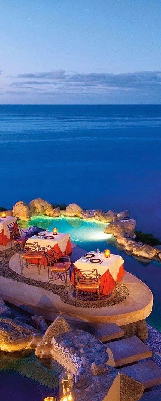 Sunset La Mona Lisa, Cabo San Lucas レストラン! すごい所にありますね。ムード満点