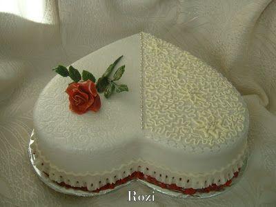 Rozi Erdélyi konyhája: Szív torta,csipke mintával,rózsaszállal