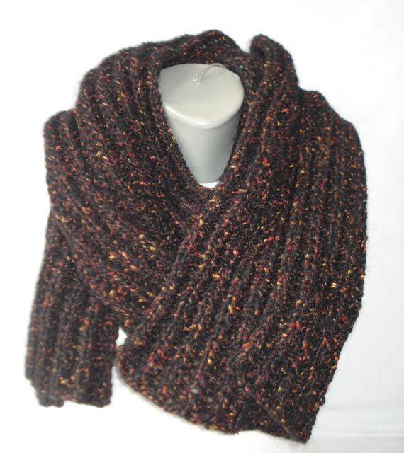 Handgebreide mannen sjaal gemaakt donkerbruin door miekeswolwerk