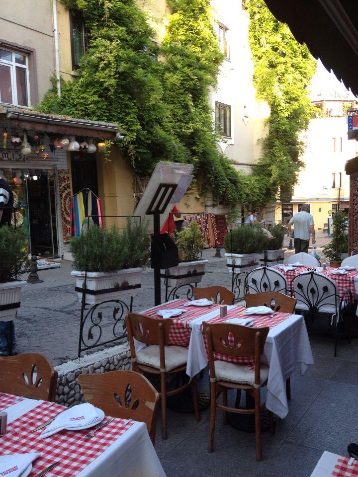 Aloran Cafe, Istanbul