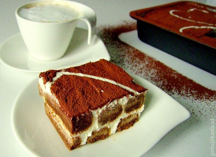 Tiramisu to klasyczny włoski deser bez pieczenia. Delikatny, mocno kawowy z alkoholową nutą. Idealny do popołudniowej kawki. U mnie w wersji bez surowych jajek. Po przepis na klasyczne tiramisu zap…