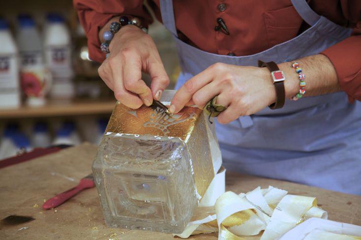 """Один из любимых мастер-классов телезрителей """"Фазенды"""". Марат Ка делает вазу с морозным стеклом."""