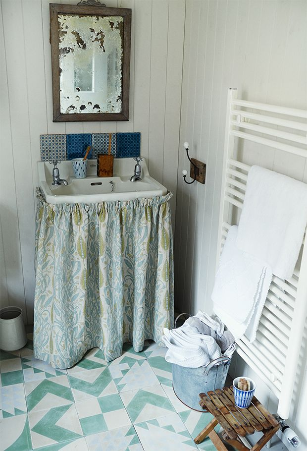 Small spaces bathroom ideas home decorating ideas pinterest small space bathroom small - Small bathroom space pict ...
