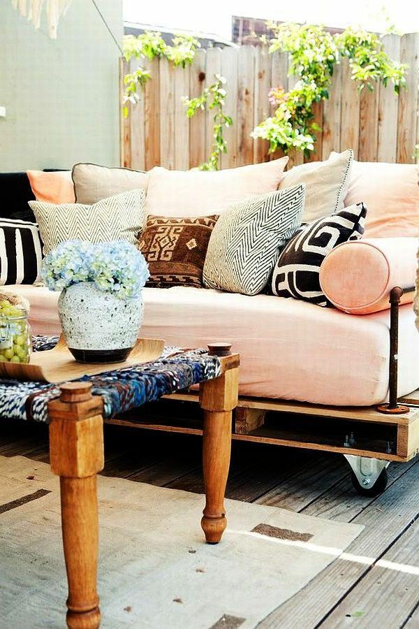 die besten 25 sofa aus paletten ideen auf pinterest sofa aus europaletten palettencouch und. Black Bedroom Furniture Sets. Home Design Ideas