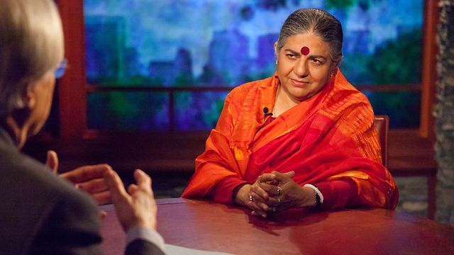 Bill Moyers talks to scientist and philosopher Vandana Shiva, who's become a rock star in the global battle over genetically modified seeds. For more go to: http://billmoyers.com/segment/vandana-shiva-on-the-problem-with-genetically-modified-seeds/