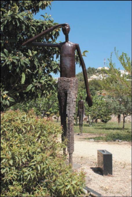 Midt i en urbanisasjon i Alfaz finner vi Fundación Klein Schreuder, en blanding av skulpturpark og botanisk hage. På 20 mål kan du nyte både blomster, frukt og skulpturer. http://www.spania24.no/fundacion-klein-schreuder-skulpturpark-og-botanisk-hage/