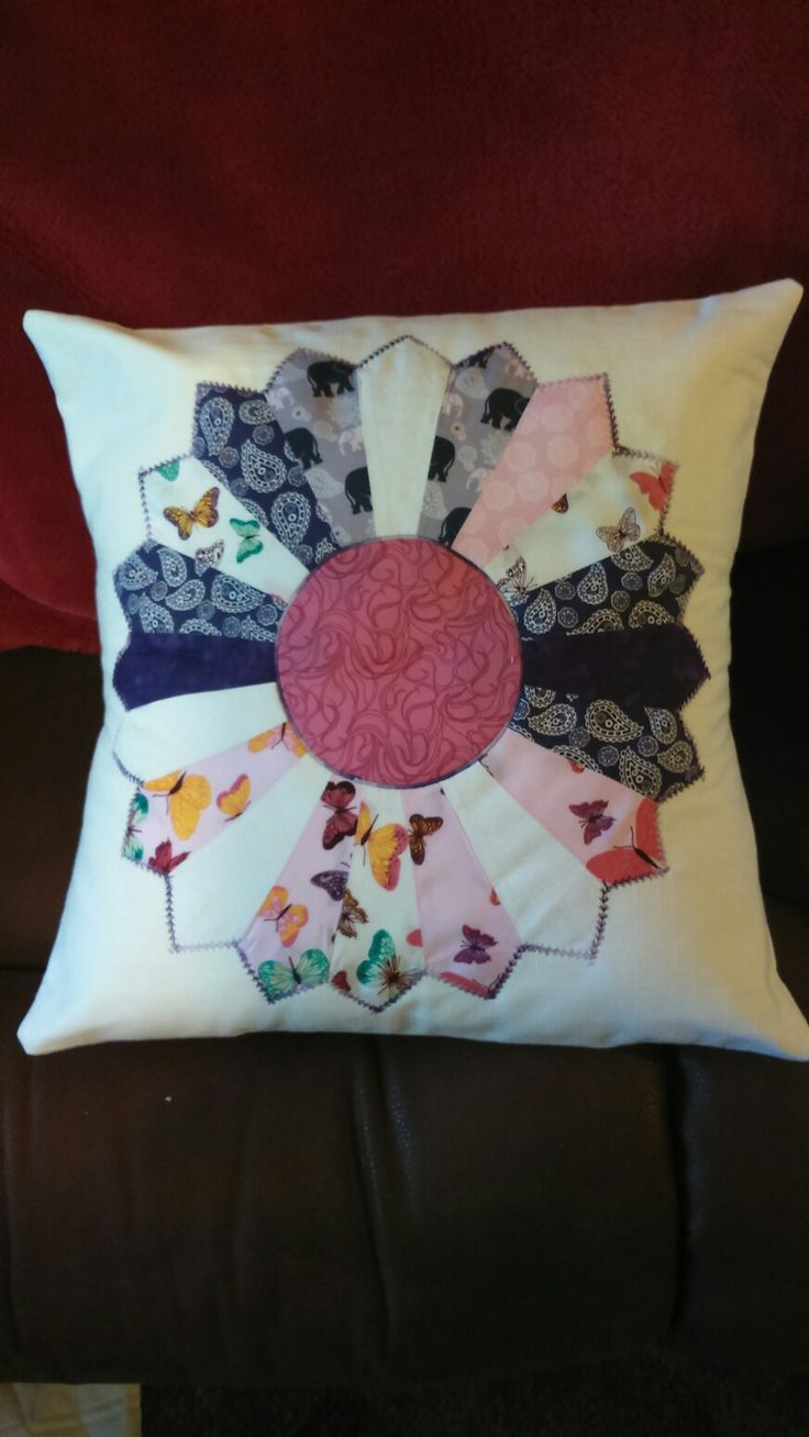 Single dresden cushion