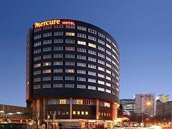 Mercure Paris La Defense : Hôtel 4 étoiles, 5 salles de réunion, situé dans le quartier des affaires. http://www.aleou.fr/salle-seminaire/2328-mercure-paris-la-defense-5.html