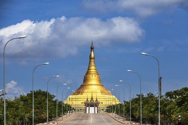 Naypyidaw, nowa stolica Birmy, czyli Siedziba Królów, 460 km na północ od starej stolicy Rangunu.