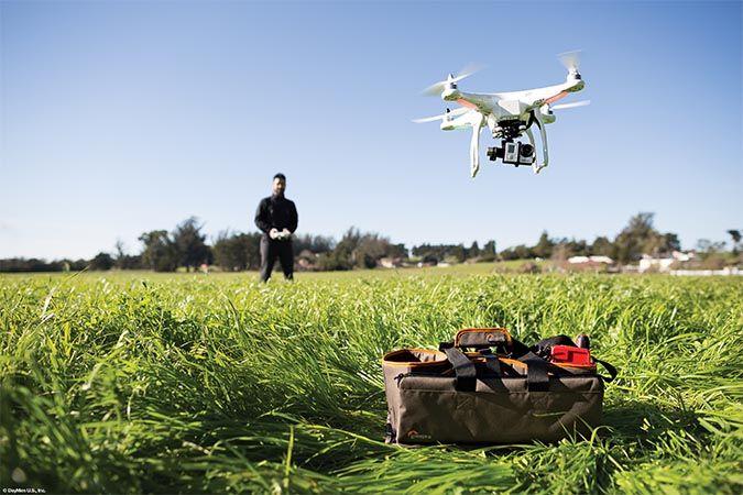 Er zijn drones in allerlei soorten en maten, van de populaire DJI Phantoms tot en met de volledig autonoom vliegende Lily. Beide perfect geschikt voor het betere filmwerk. Maar wat je ook doet met je drone en wie je ook bent, het is goed om te weten dat je drone veilig is bij Lowepro. Lowepro heeft namelijk de DroneGuard tassenserie ontwikkeld speciaal voor het veilig vervoeren en opbergen van je kostbare quadcopter. #lowepro #drone #drones #DJIPhantoms