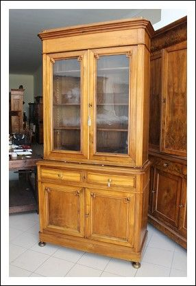 Antica libreria noce massello , credenza vetrina . Luigi Filippo restaurata Antiquariato 1860