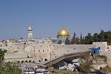 Le syndrome de Jérusalem se déclare lors de pèlerinage dans la ville sainte des trois monothéismes, Jérusalem. Il désigne un état d'anxiété et de stress, obsession de se purifier le corps, confection de toges, déclamation de la Bible et chants sacrés, hallucinations, etc. À l'approche de l'an 2000, sa fréquence avait suscité une inquiétude de la police face à une recrudescence d'illuminés et de pathologies hallucinatoires, mais les cas déclarés ne furent pas supérieur aux années normales.