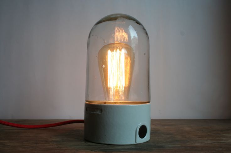 Tischlampe aus alter Kellerlampe. #upcycling #DIY