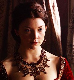 1k *gif The Tudors Anne Boleyn natalie dormer *500 tudorsedit *costumes m: the tudors