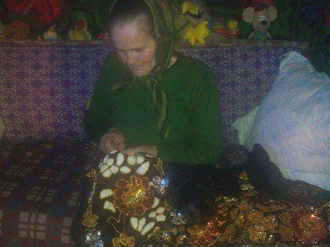 Vechile traditii vrancenesti - podoabele si darurile pamantului * costume populare si papusele din lana lucrate manual*