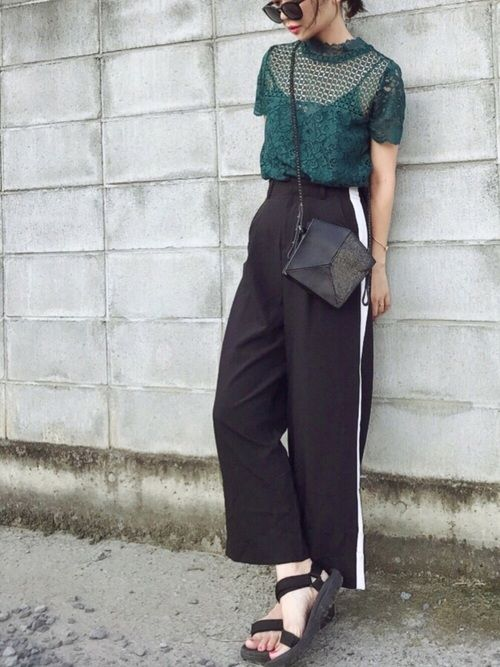 UNITED TOKYOのシャツ/ブラウス「3WAYレースプルオーバー」を使ったみやこ のコーディネートです。WEARはモデル・俳優・ショップスタッフなどの着こなしをチェックできるファッションコーディネートサイトです。