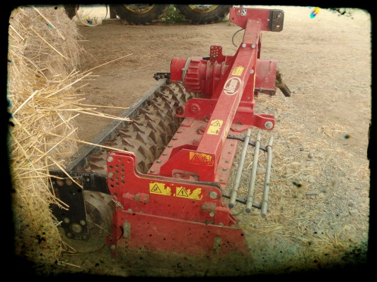 It is Wednesday and we are happy to share this rotary harrow picture with you http://www.agriaffaires.es/usado/1/grada-rotativa.html