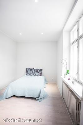 Simple bedroom / Pelkistetty makuuhuone