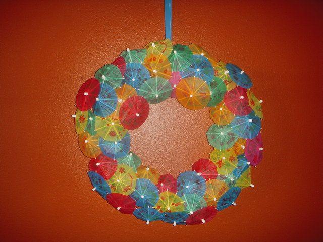 Voorbeeld decoratie: krans met paraplu's