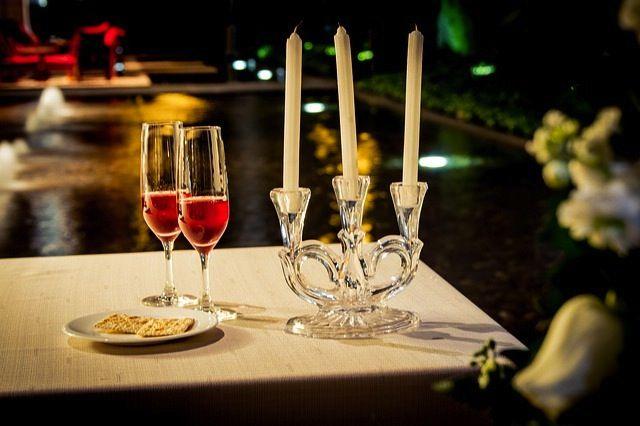 M s de 25 ideas incre bles sobre preparar cena romantica - Cita romantica en casa ...