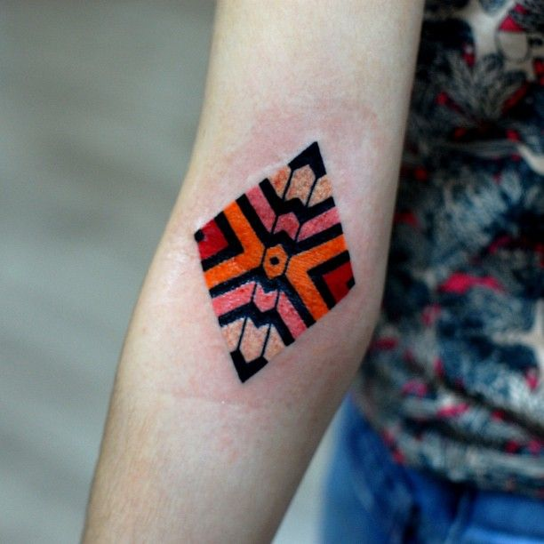 #geometric #tattoo #color #simplistic