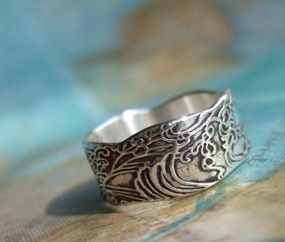 Farb-und Stilberatung mit www.farben-reich.com - Nautical Silver Ring Ocean Waves Design in Eco by HappyGoLicky