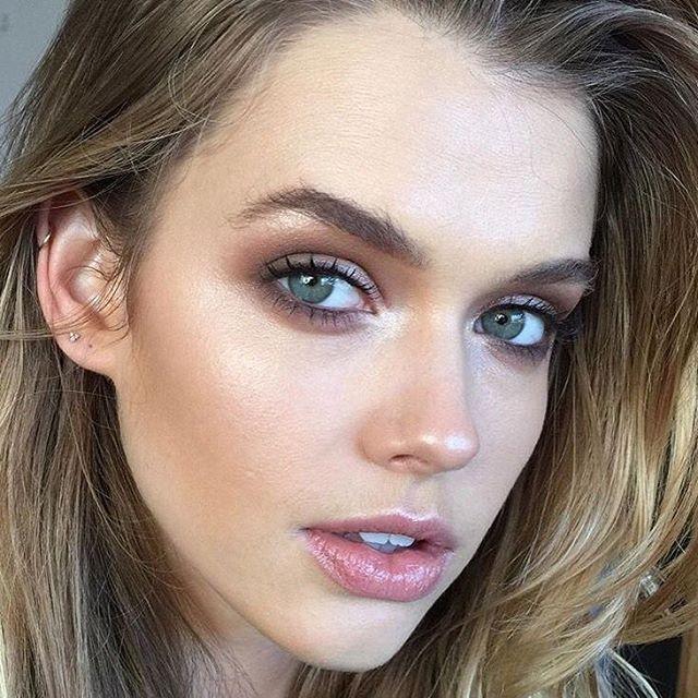 """35 curtidas, 2 comentários - Calla Atelier (@callaatelier) no Instagram: """"Inspiração Make ... cores leves e naturais! #inspiracaocalla #inspiracaomakeup #makeup #sombra…"""""""