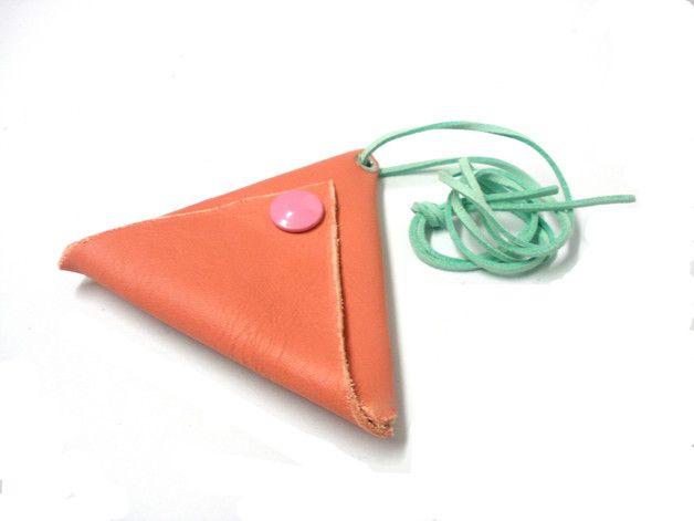 https://en.dawanda.com/product/109892551-mini-hanging-triangle-magic-wallet