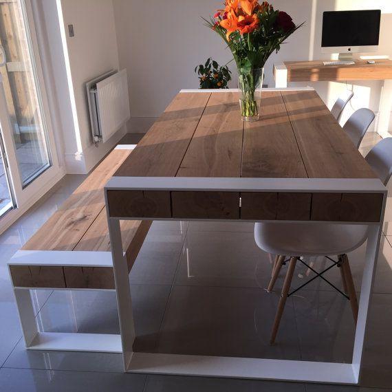 PEUPLIER FAUX-TREMBLE Notre produit phare - une table parfaite pour un loft et de grands espaces. Plateau de bois massif. Poudre de pieds en acier recouvert de chaque couleur RAL ou acier brut avec de la laque de couleur non. La liste présente un ensemble de salle à manger - table avec 2 bancs en chêne de correspondant. Le prix se réfère à une table de 200cm de long et 90cm de large avec 2 bancs qu'on peut facilement glisser sous. Tables considérablement plus grandes ou plus petites seraient…