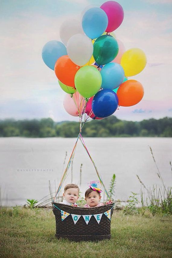 small ONE banner on the basket - love this idea for 1st birthday photos - lalalolashop