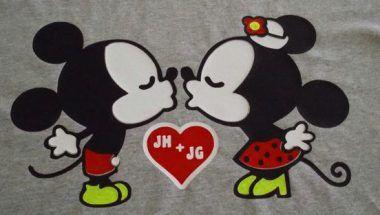 mickey mouse y minnie besandose diferentes