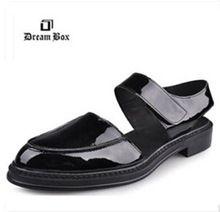 Envío gratis el nuevo verano marca para hombre ' s zapatos de cuero moda Baotou Velcro cuero hombre tendencia sandalias de cuero del zurriago(China (Mainland))