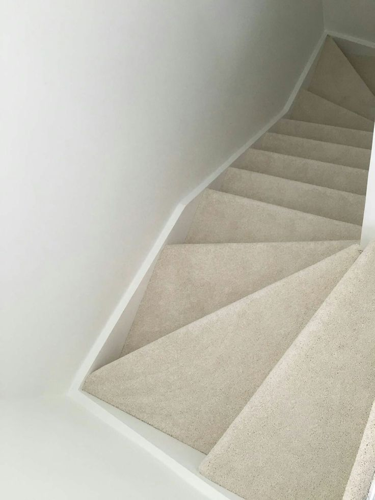 Light Cream Carpet On Stairs Cream Stair Carpet In