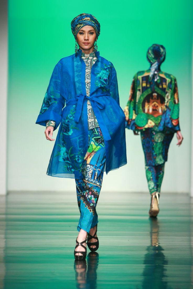 """Itang Yunasz """"Persian Lavish"""", Jakarta Islamic Fashion Week 2013"""
