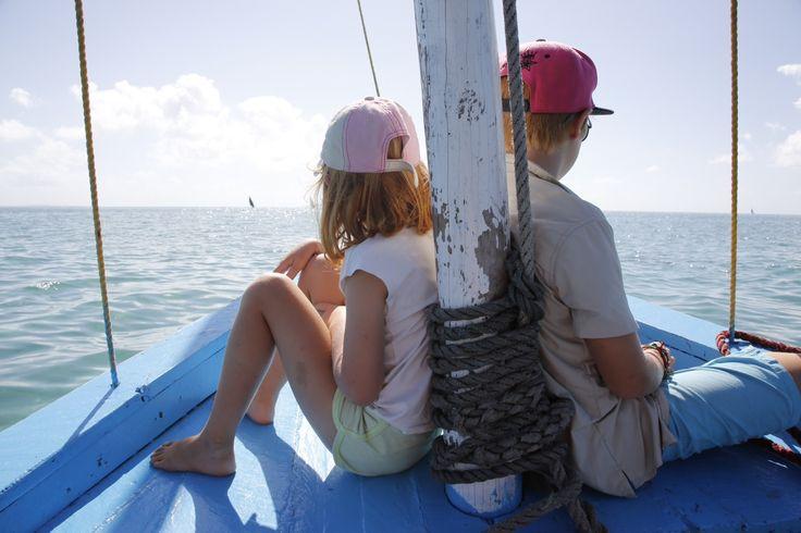 Familjens Reseguide har tipsen, reportagen och bilderna som ger dig möjlighet att planera och förbereda familjens resor.