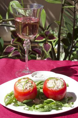 Tomatoes stuffed with tuna and rosé wine appellation Cotes-de-Provence.