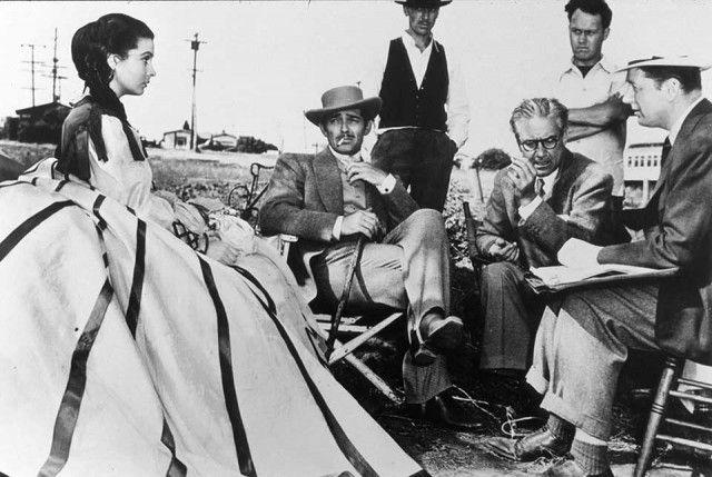 Un aneddoto entrato nella leggenda racconta che Gone with the wind venne proiettato in anteprima il 9 settembre 1939, in una versione non ancora definitiva, nella cittadina di Riverside. Selznick e tre collaboratori entrarono nel cinema della città e chiesero al gestore di proiettare la pellicola. Il pubblico, nonostante la sorpresa, fu conquistato.