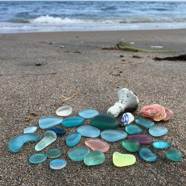 ⚓︎ 函館ビーチコ2ヶ所目◡̈ おはじき3個と栓が1個 レアなカラーと… ・ 本当に函館ビーチコは楽しい✨✨ ・ ・ #ビーチコーミング#beachcombing#宝探し#beachtreasure #海からの贈り物#beachfinds#漂流物 #seaglasm#seaglasshunters #シー玉#seamarble#ビー玉 #ナミマガシワ#なみまがしわ#波間柏#jingleshell #シーグラス#seaglass #ビーチグラス#beachglass #20160701#大好きな人のお誕生日 #instagood#instalove#instabest#instadaily#instalife