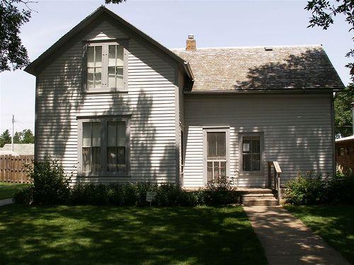 Laura Ingalls Wilder's hometown by omerka, via Flickr Laura Ingalls Wilder Museum, DeSmet, SD |