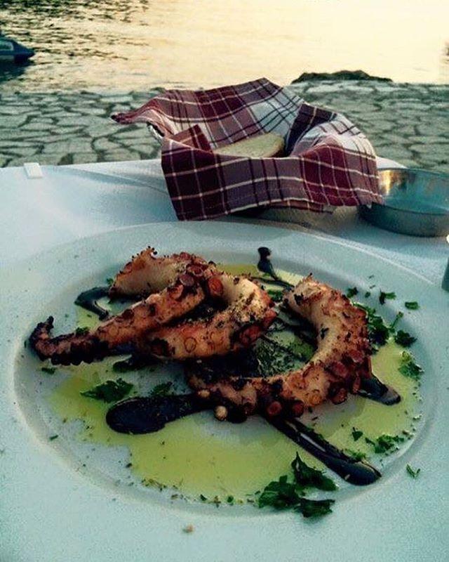 #trehantirirestaurant #syvota #epirus #port #limani #greeksummer #greece #greeklife #greek #greekfood #foodpics #foodporn #foodphotography #food #octapus #seafood #visitgreece #foodblogger #foodlover