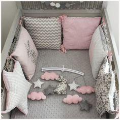 Tour de lit étoiles et carrés thème lapin rose pale et liberty mitsi gris clair