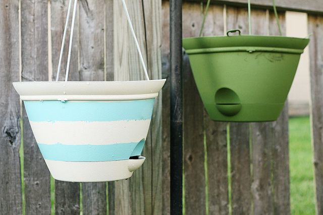 Nautical Inspired Hanging Basket Planters. All it takes is a little spray paint!: Crafts Ideas, Gardens Inspiration, Hanging Plants, Front Doors, Flowers Power, Baskets Planters, Gardens Stuff, Hanging Baskets, Diy Projects
