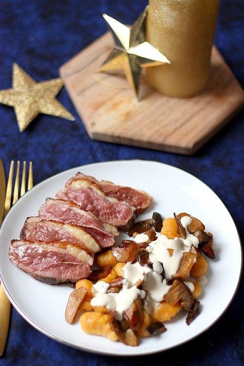 Recette de plat pour les fêtes : Magret de canard et gnocchi de patate douce sautés aux cèpes