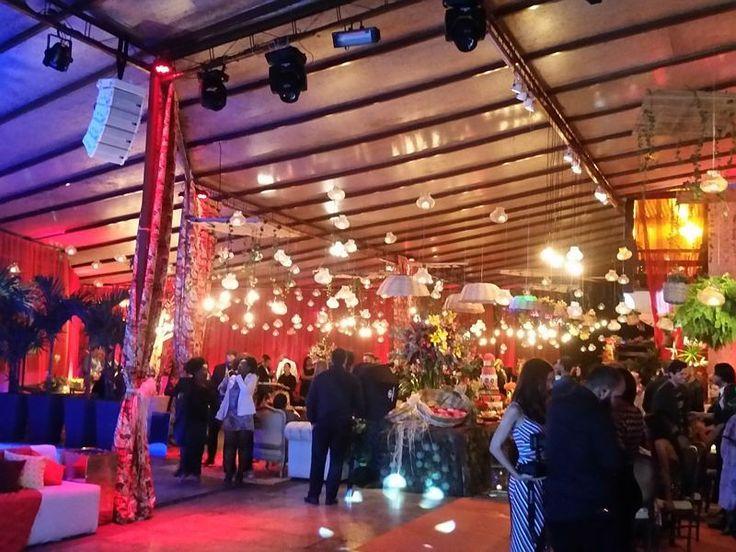 Que pista de dança é essa gente?! Muita animação e beleza juntas. <3 E o melhor é que fica na @mansaocarioca um lugar incrível pra realizar seu casamento com buffet decoração e equipe completa! Um SONHO.  Contato  http://ift.tt/2fmTwwi mansao@mansaocarioca.com.br ou no instagram @mansaocarioca A Mansão Carioca é do Rio de Janeiro!  #mansaocarioca #mansãocarioca #casamento #casamentotop #casadefestas #guiaceub #ceub #casaréumbarato #wedding #instawedding #casamentodossonhos #noiva2017…