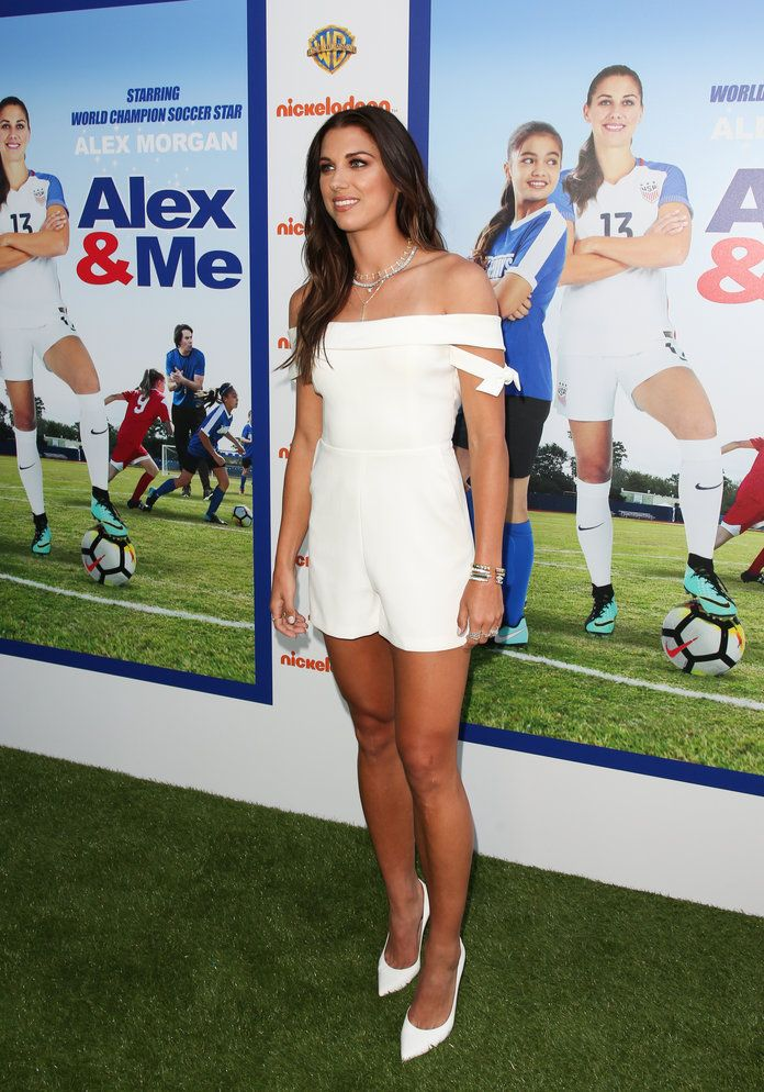 Alex Morgan S Stylist Shares Her Tips For Dressing Athletic Body Types Alex Morgan Athletic Body Types Soccer Players